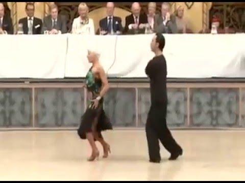 """Michael Malitowski & Joanna Leunis Slow Motion Samba"" を YouTube で見る"